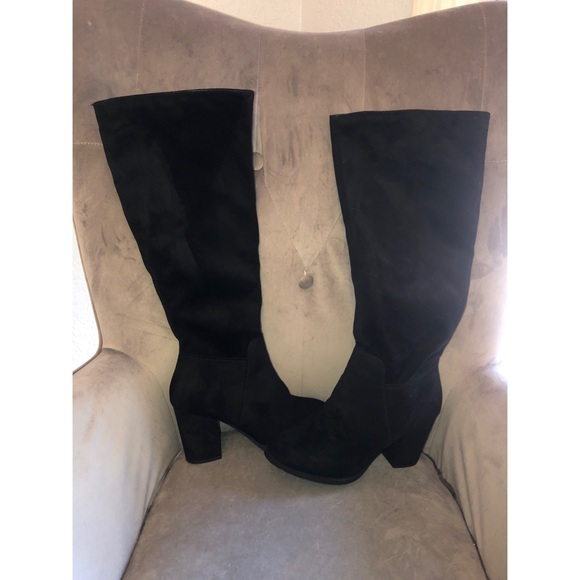Cityclassified Shoes - Black suede boots